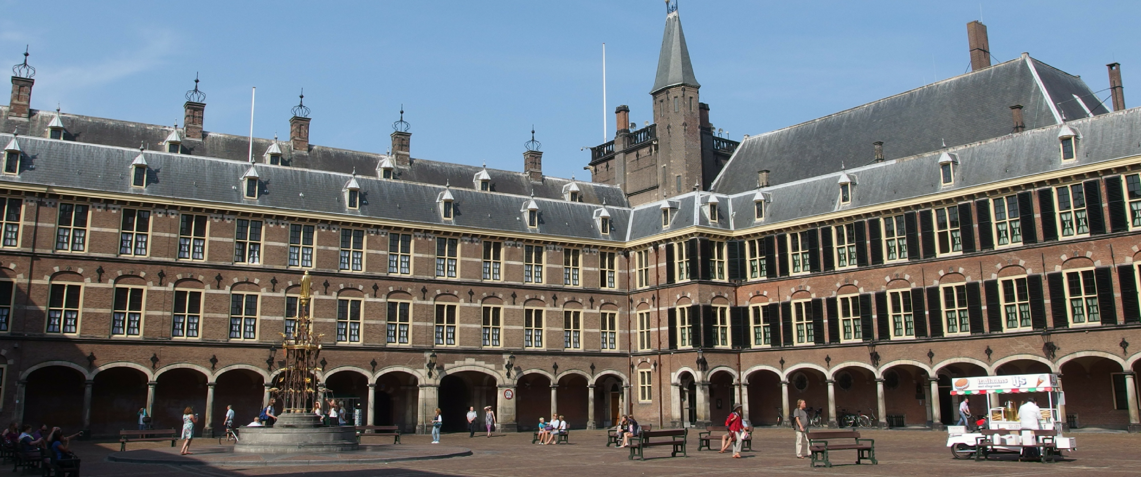 photo the hague den haag By Guilhem Vellut from Amsterdam, Netherlands (Binnenhof @ Centrum @ The Hague) [CC BY 2.0 (http://creativecommons.org/licenses/by/2.0)], via Wikimedia Commons